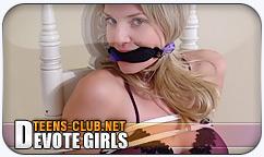 Girls devot beim Sex am Telefon